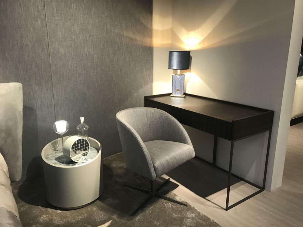 Simple dressing room design