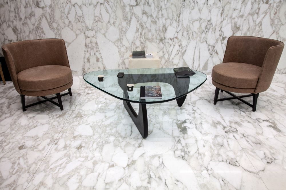 The Noguchi table is a classic piece of furniture, one that makes the most of its transparent glass top