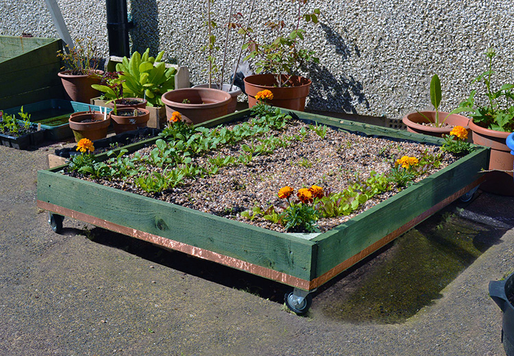 15 simple ways to build a pallet planter for How to make a planter box out of pallets