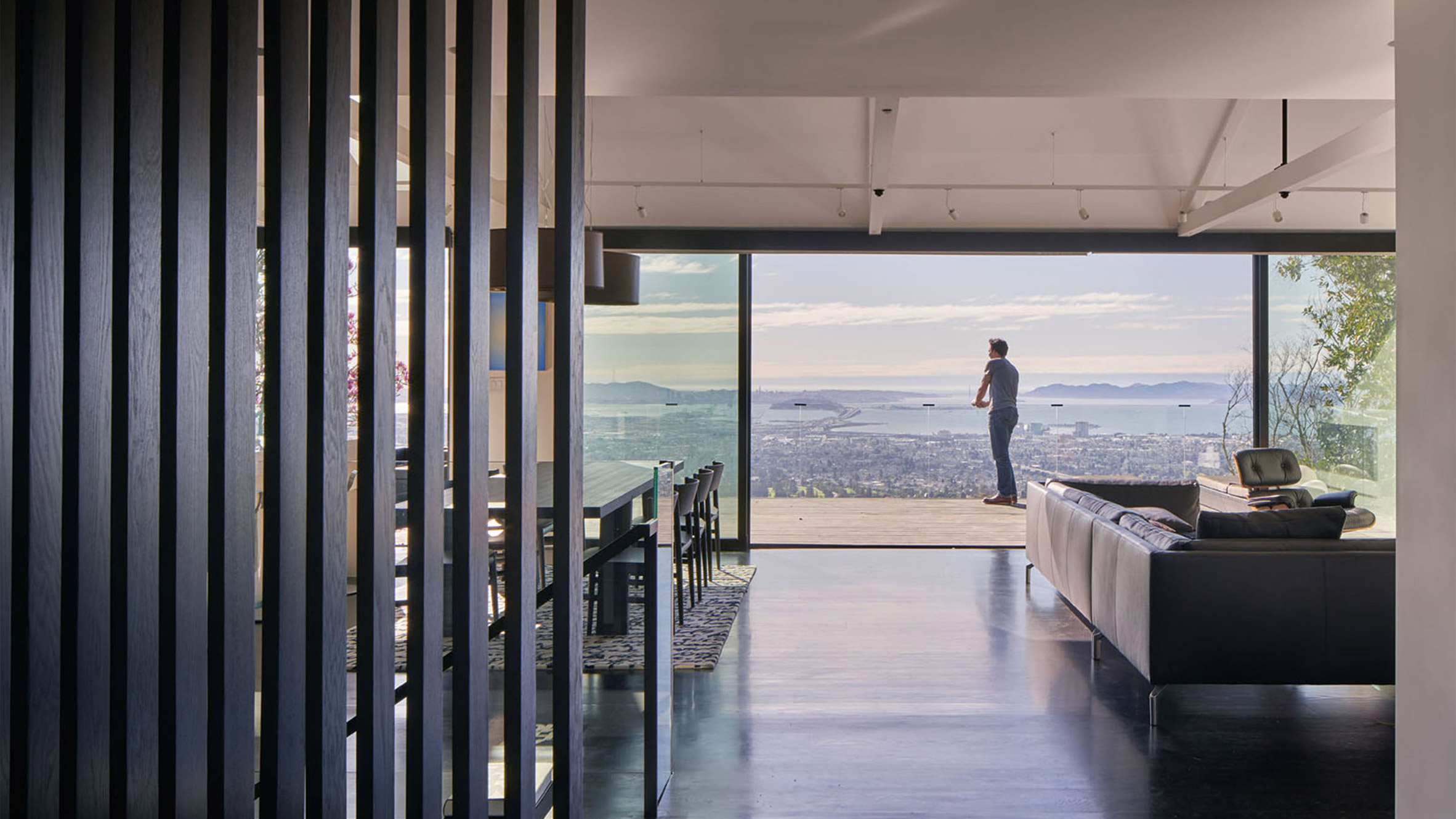 A House With Panoramic Views Of The Bay