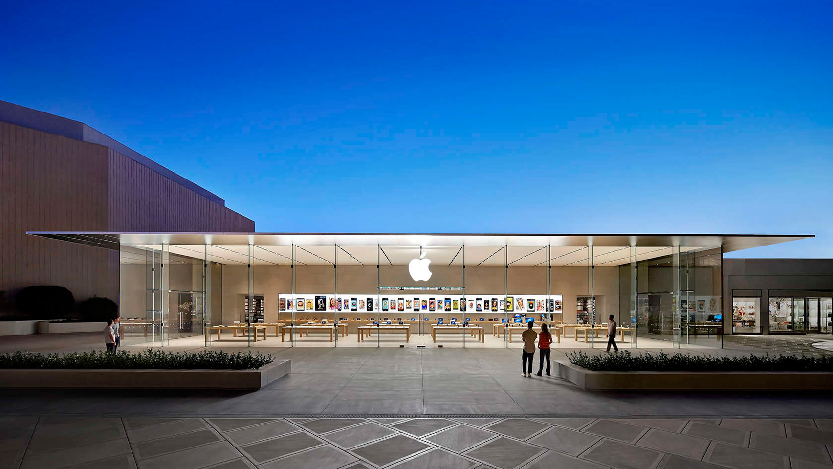 The Iconic Architecture Of The World S Major Apple Stores