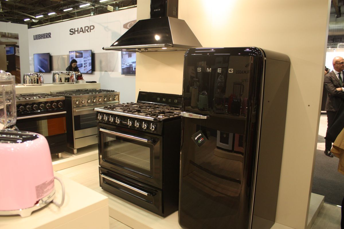 We find black ovens and stoves to be great-looking. Simplicity suits them well