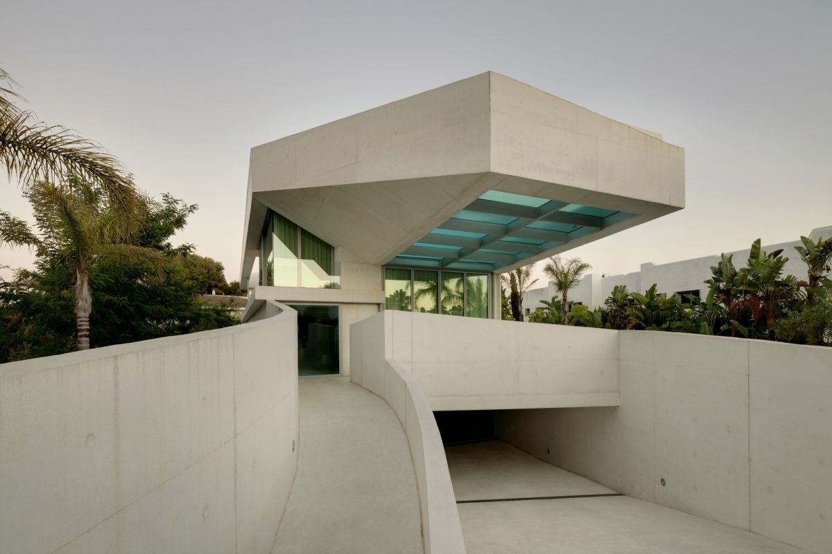 15 gorgeous concrete houses with unexpected designs view in gallery