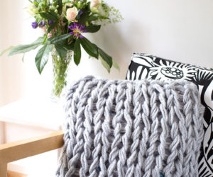 DIY Arm Knitting Yarn Cushion Cover
