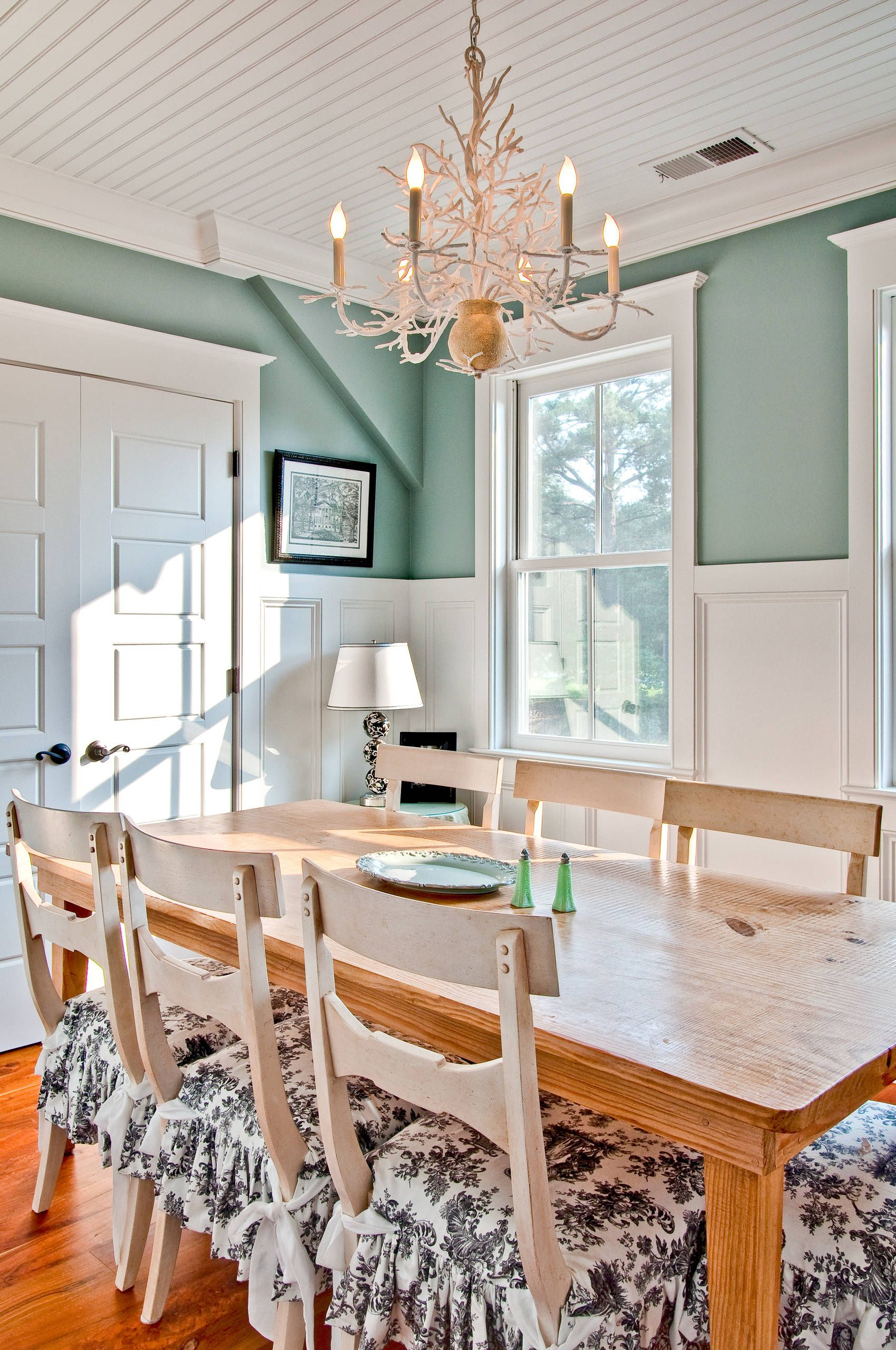 Best of mint green walls dining room light of dining room - Pale green dining room ...