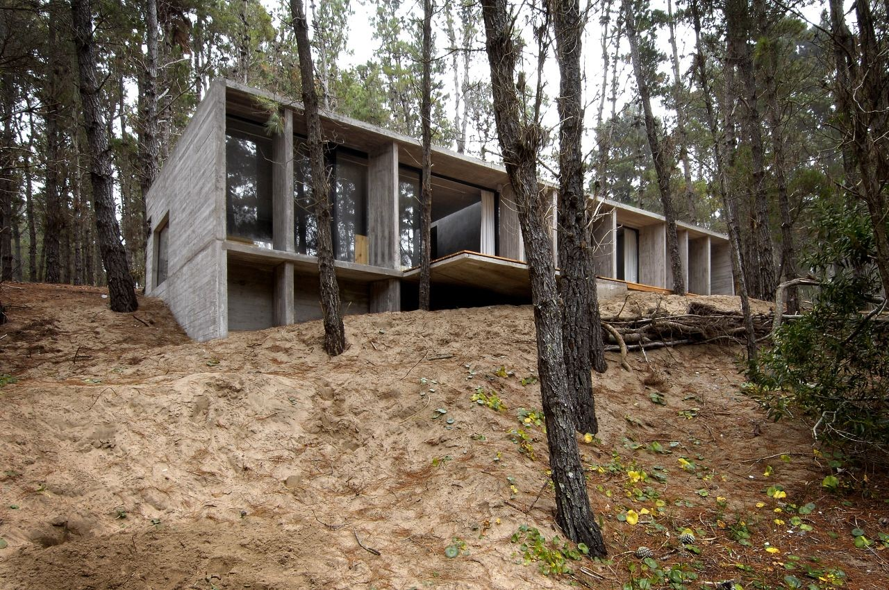 15 gorgeous concrete houses with unexpected designs for Concrete block home designs