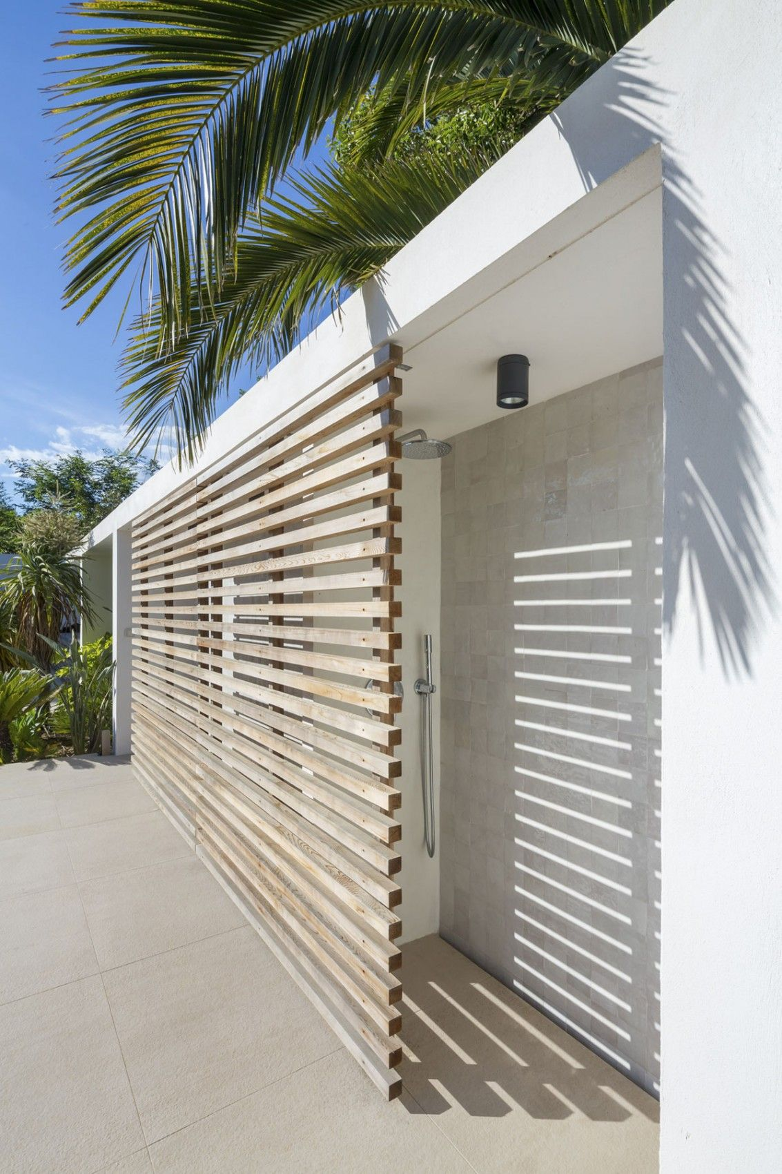 Cool Outdoor Shower Ideas For The Hot Summer Ahead