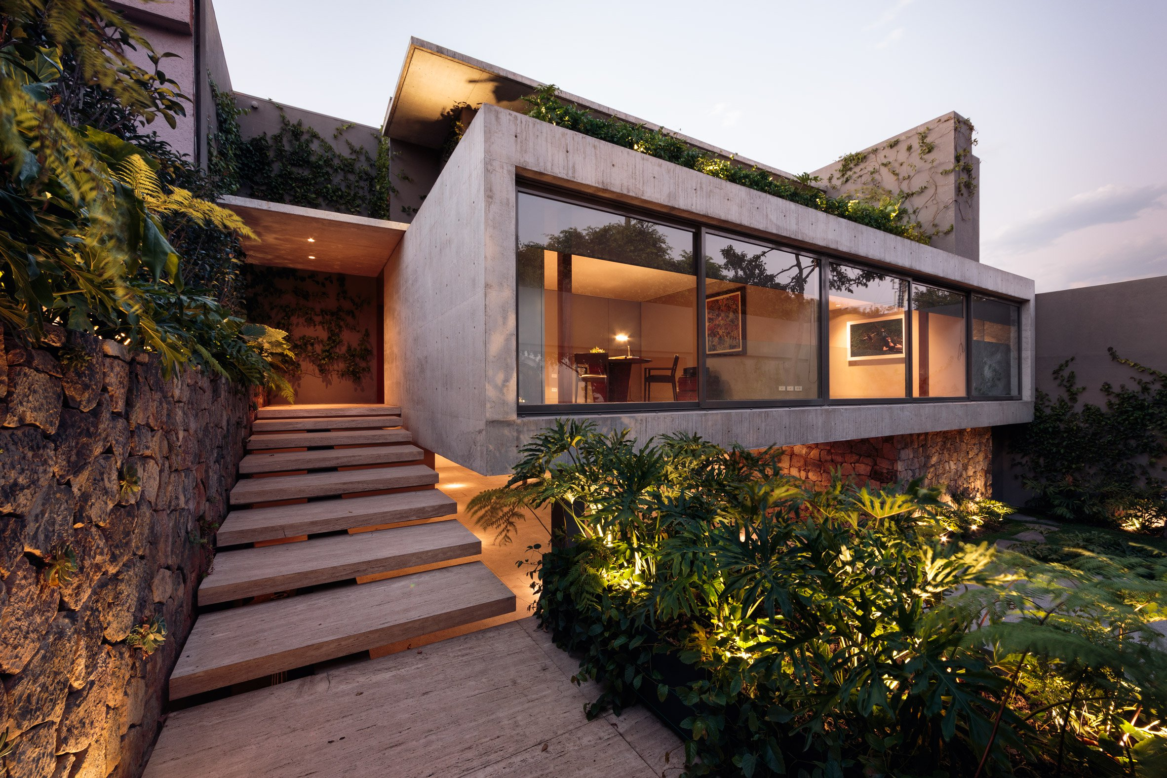 15 gorgeous concrete houses with unexpected designs for Precast concrete home designs
