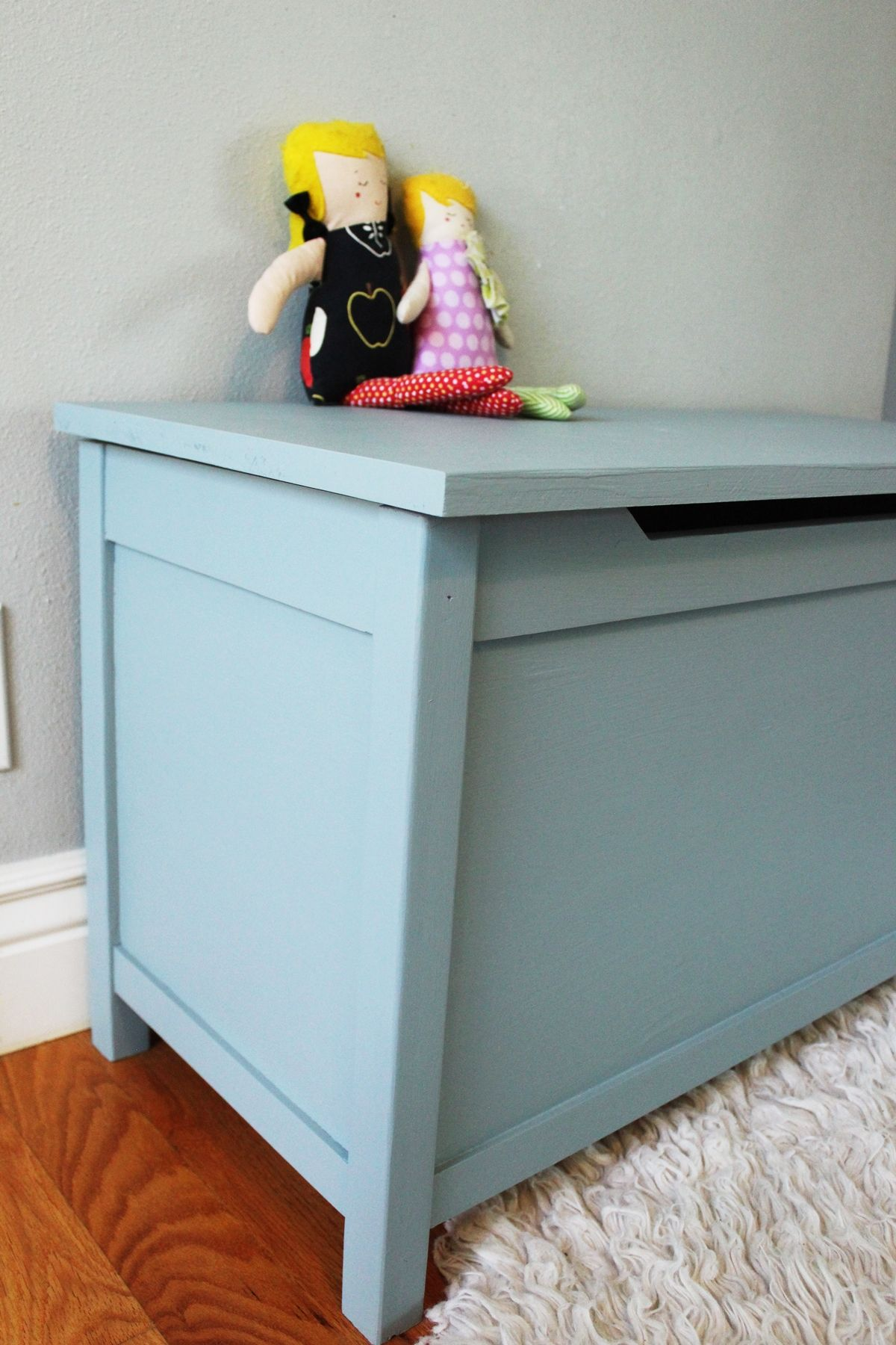 diy modern wooden toy box with lid a stepbystep tutorial - view in gallery