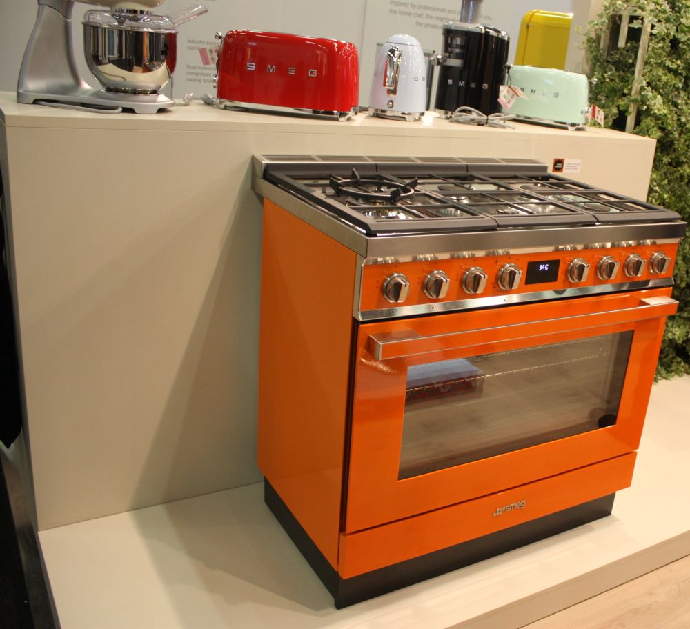 Orange is a very cheerful and vibrant color and it's also easier than you think to integrate it in kitchens