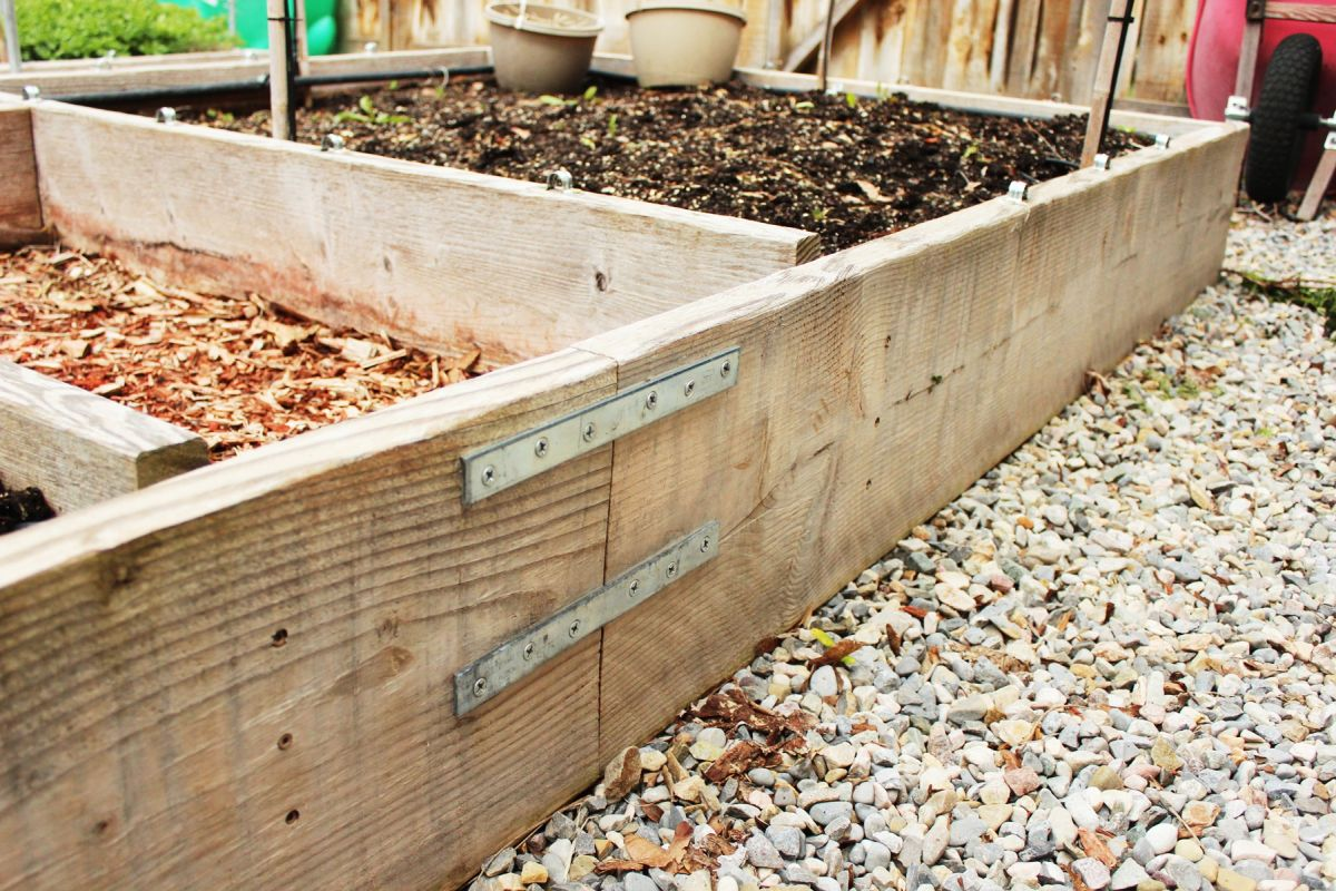 To Connect The Longer Lengths Of Lumber (the 12u0027 To 6u0027 Lengths Making Up  The Raised Garden Box Sides), Flat Brackets Were Used. Two Brackets On The  Inside ...