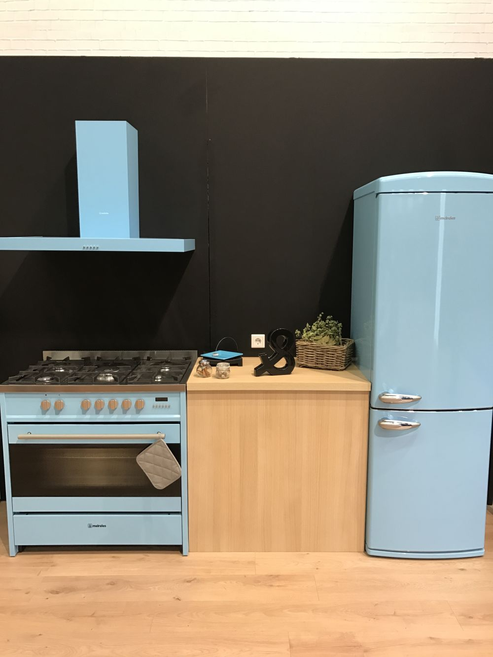Some colors are less common when it comes to appliances. This light blue is one of them