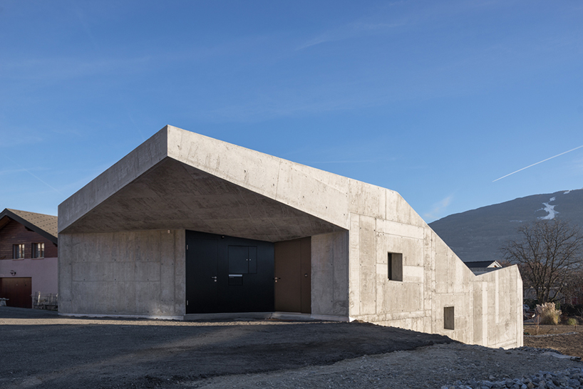 15 gorgeous concrete houses with unexpected designs for Concrete house plans