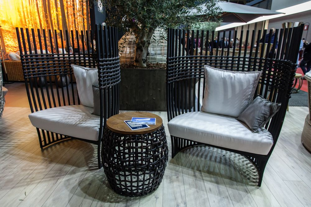 Three S This Particular Type Of Outdoor Furniture That Envelops The Users Like A Cocoon It S A Trend That Applies To Armchairs Sofas Lounge Chairs And