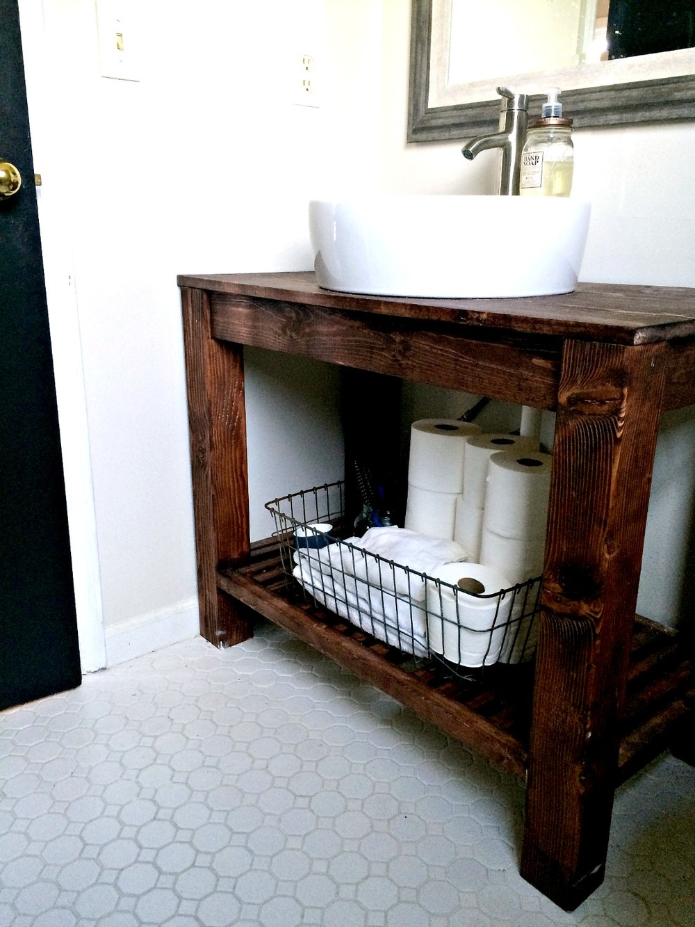 Diy bathroom vanity ideas perfect for repurposers for Diy wood vanity