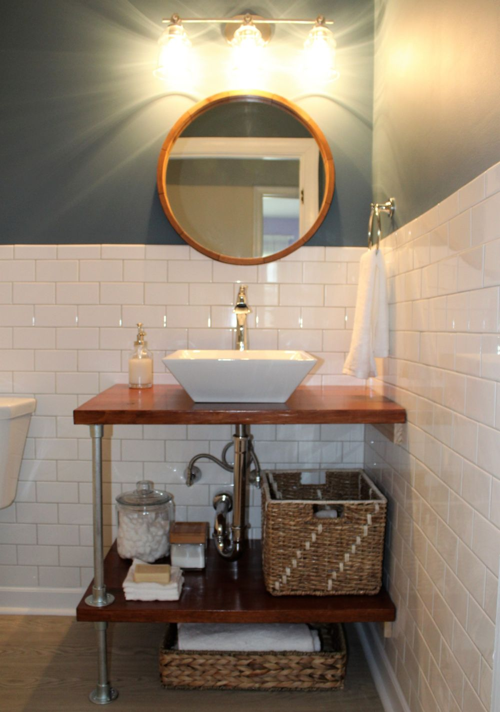Diy bathroom vanity ideas perfect for repurposers for Bathroom bathroom bathroom