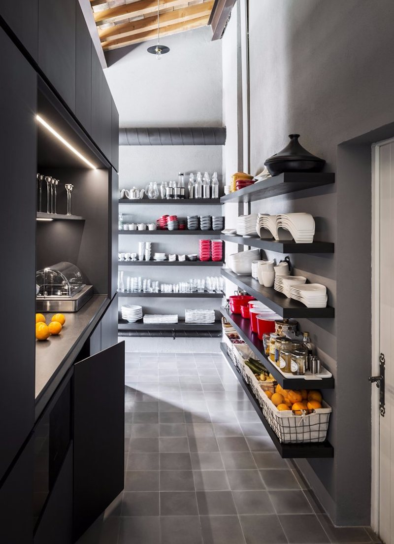 Open shelves in the kitchen put thing on display and maintain an open and airy ambiance