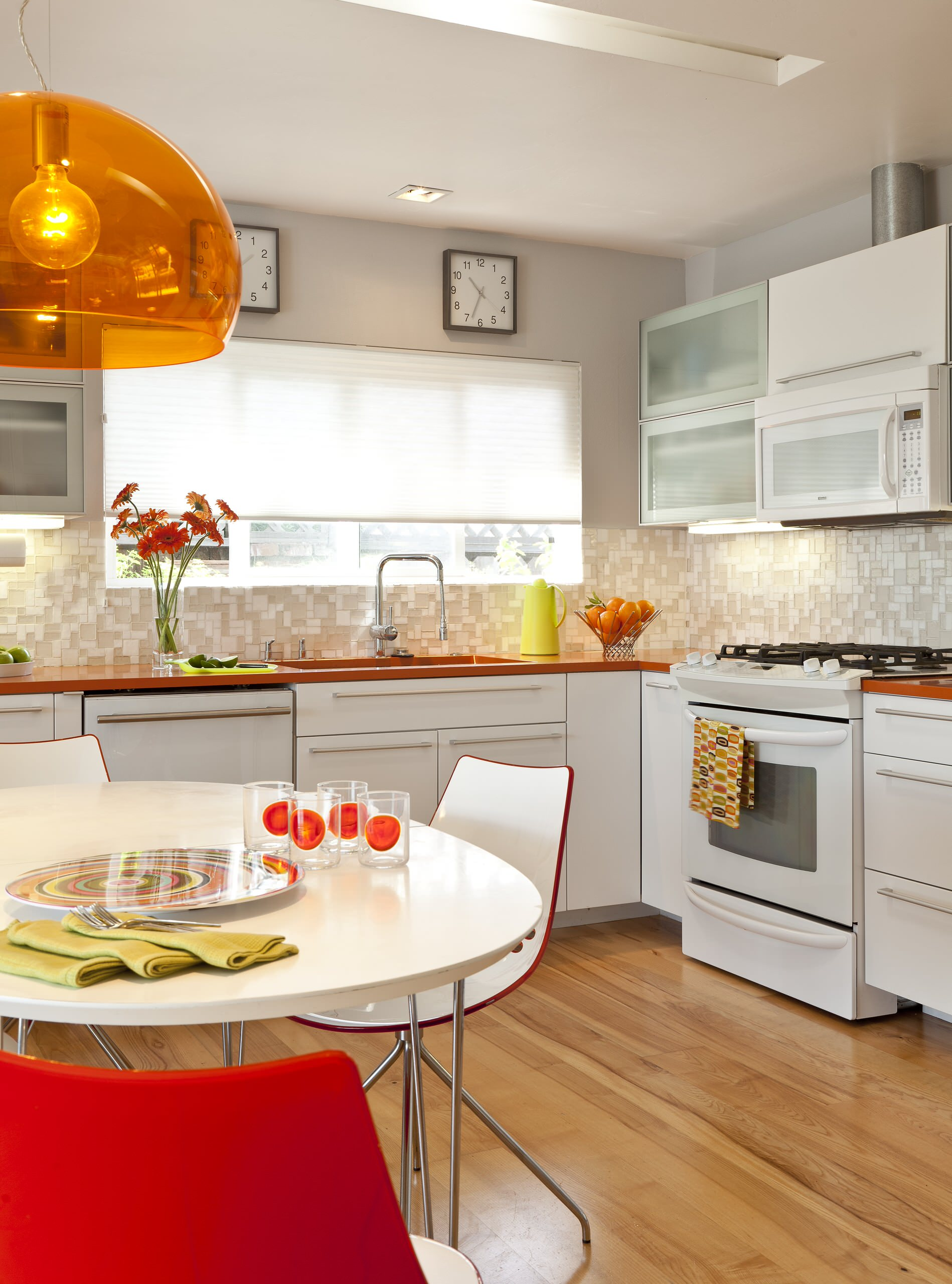 100 beautiful kitchens to inspire your kitchen makeover for Orange white kitchen