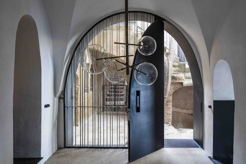 Historic Apartment With A Cave Like Interior And Views Of The Sea