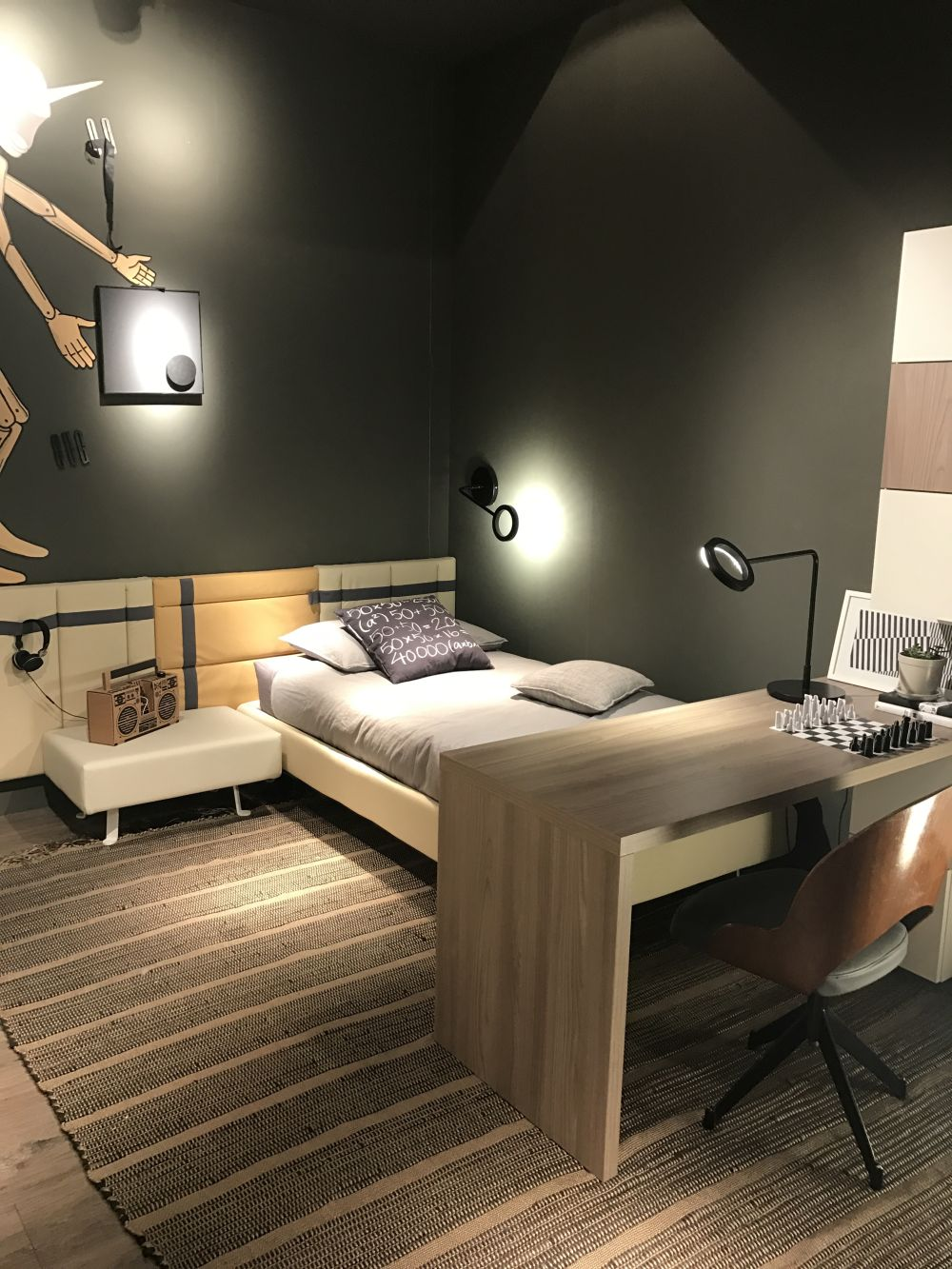 A desk placed at the foot of the bed can make the room look cozy and can also be space-efficient
