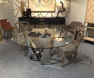 Round dining table with mirrored base-legs
