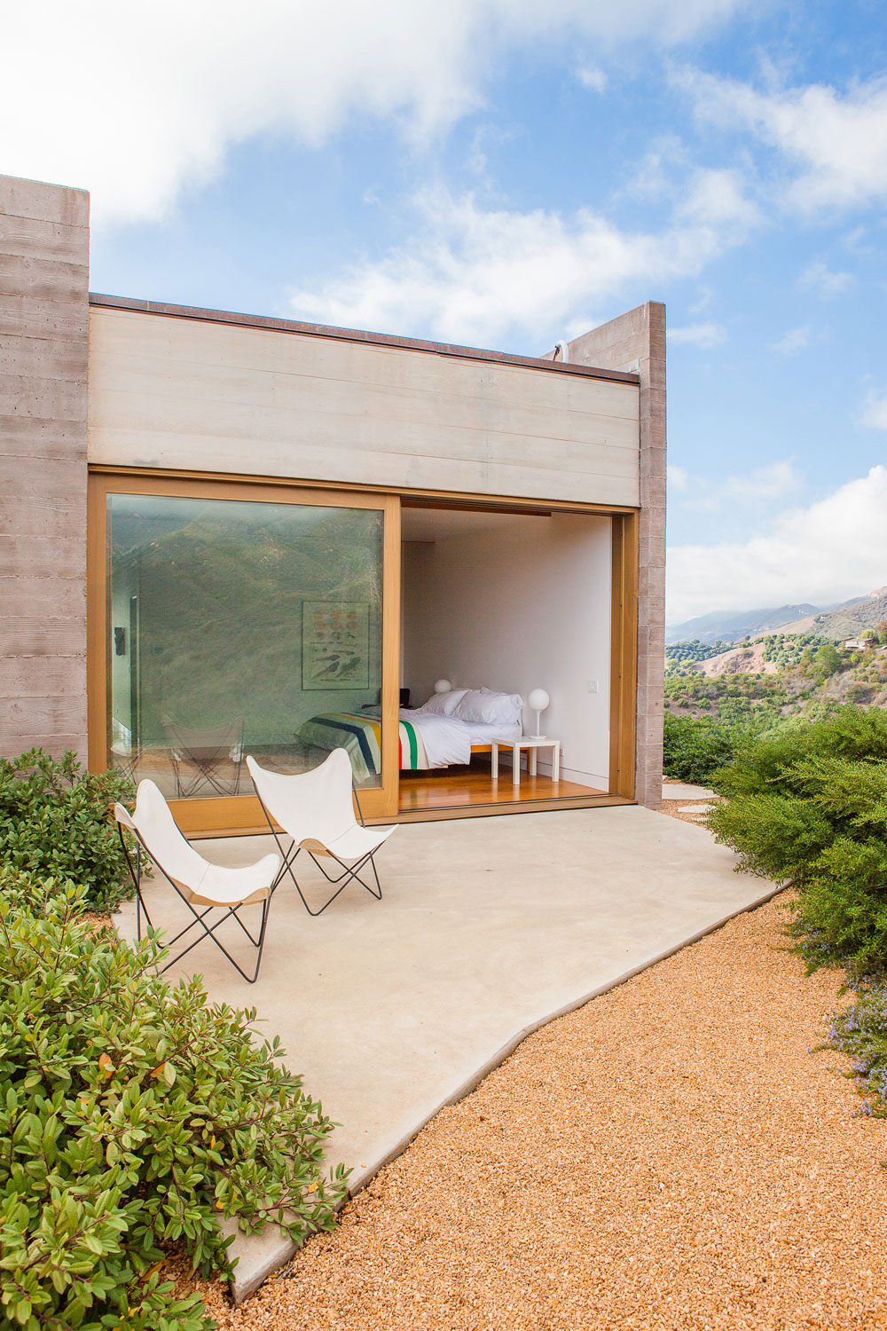 Cool Concrete Patio Designs And The Houses They Complement