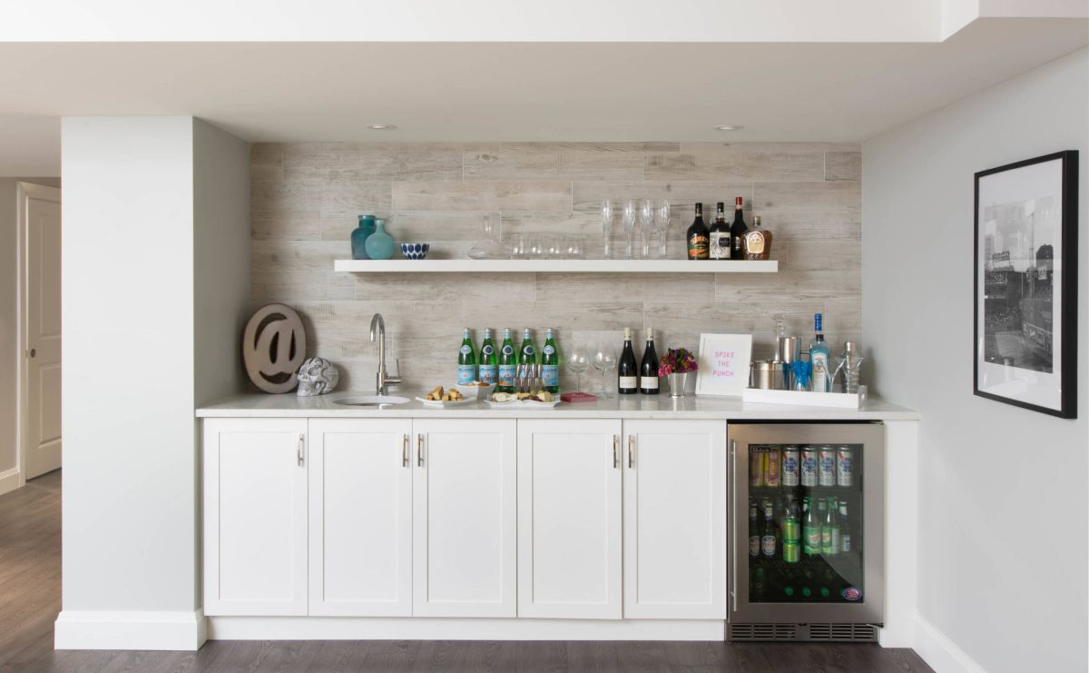 12 essential elements for your basement bar - Mini bar in house ...