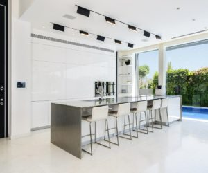 White Kitchen Cabinets – The Perfect Backdrop For A Chic Decor