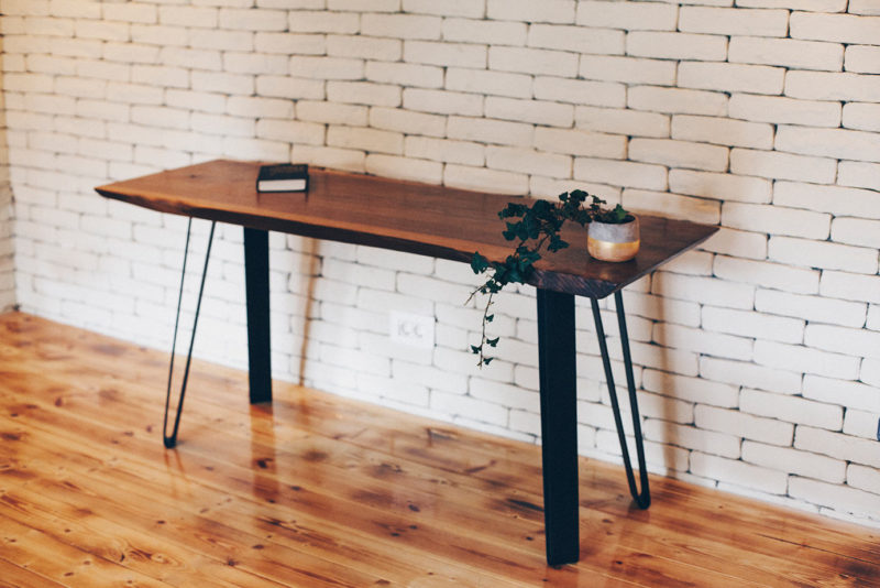 Reclaimed Wood Desks – The Bridge Between Past And Present In Your Home