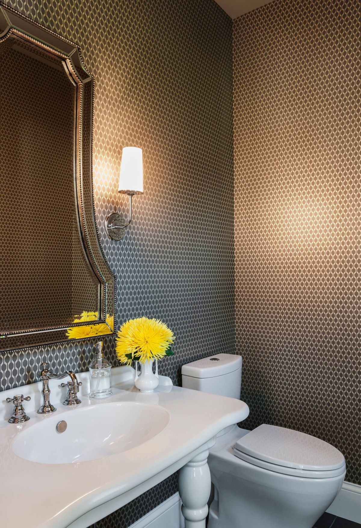 Luxe bathroom small pattern wallpaper