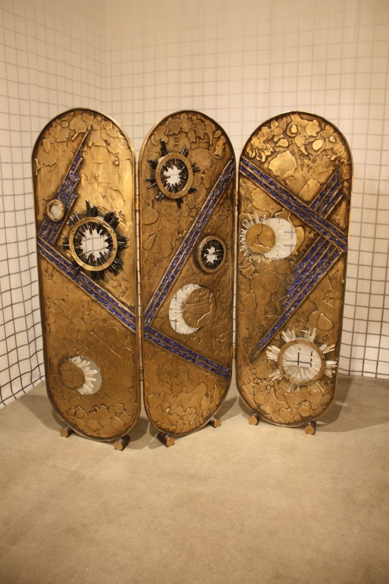The screen has a feeling of mystery.
