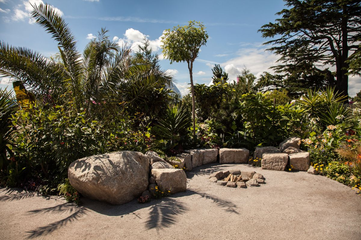 Large rocks can also serve as benches without the need for additional features