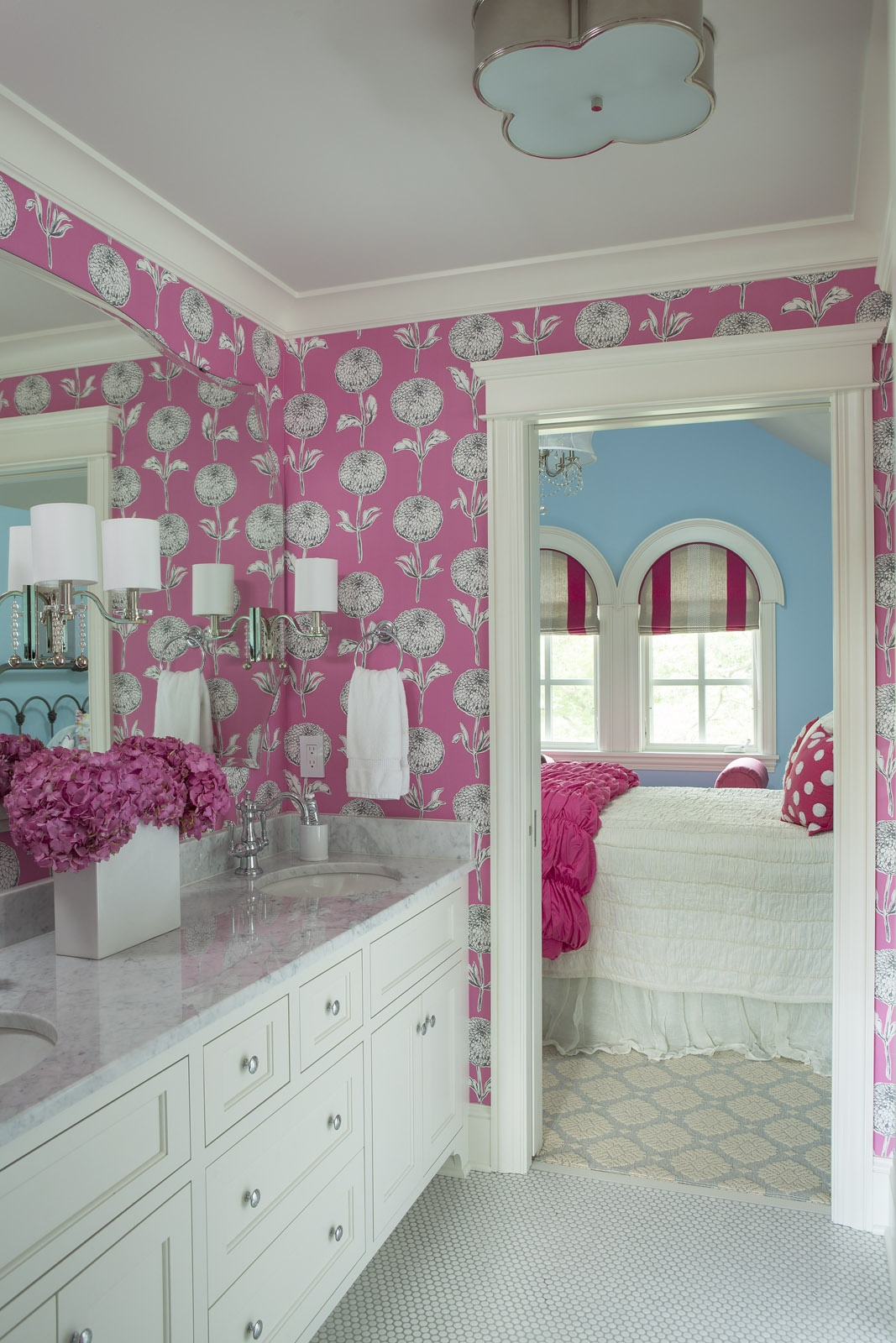 15 Reasons To Love Bathroom Wallpaper