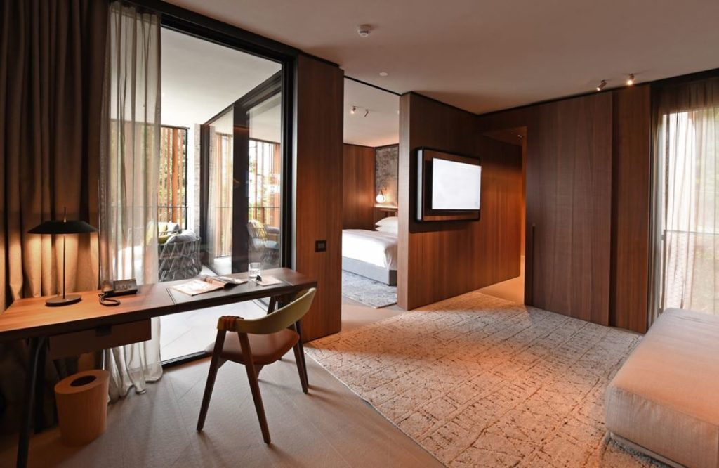 Large windows brighten all the rooms of the suite.