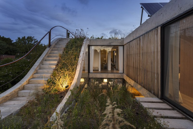 Roof Design Ideas: Eco-Friendly House Built Around A Vertical Garden