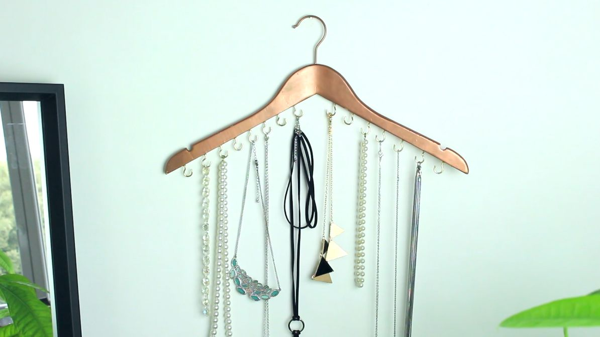 Quick DIY Hanging Jewelry Organizer