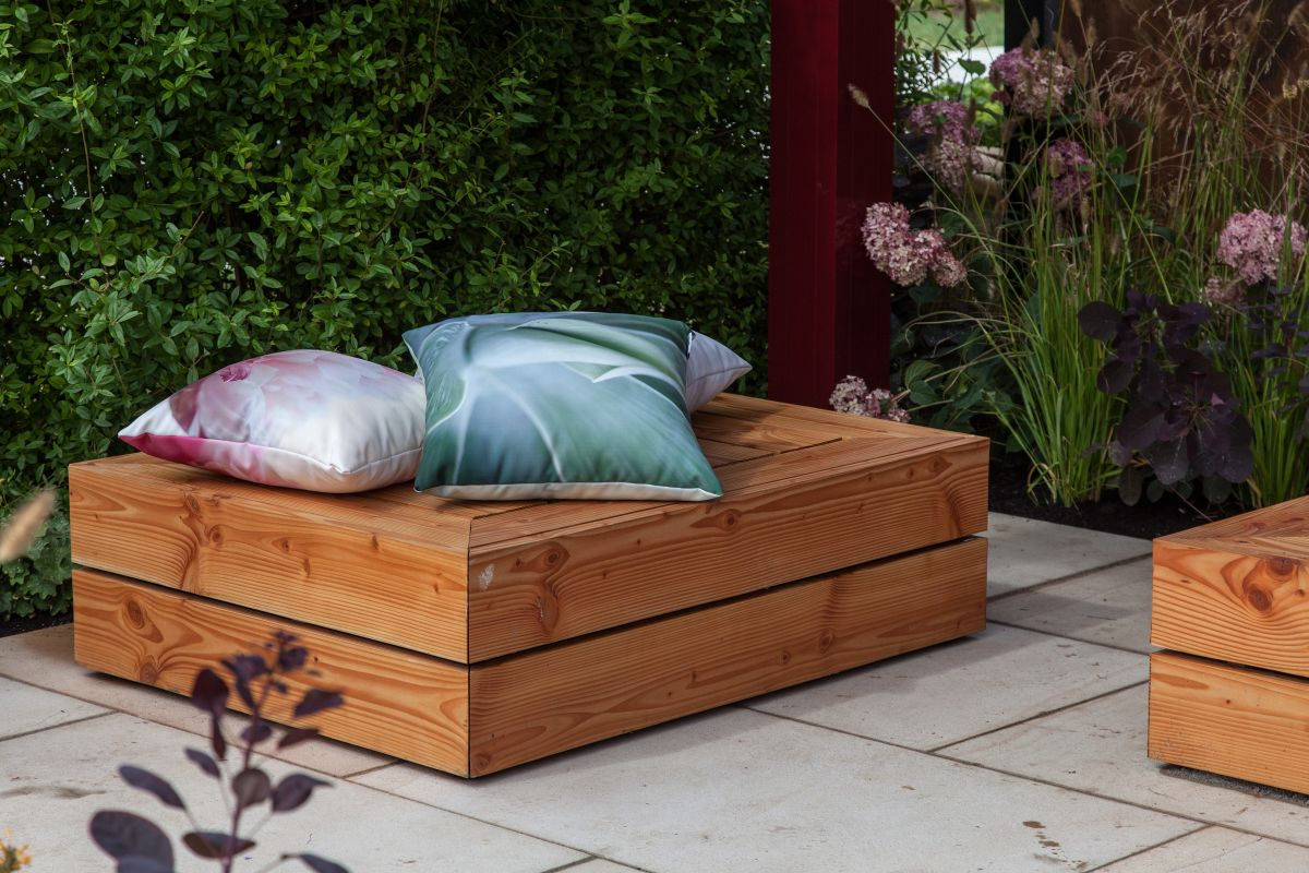 Add some color to the bench and implicitly to the garden with some accent pillows