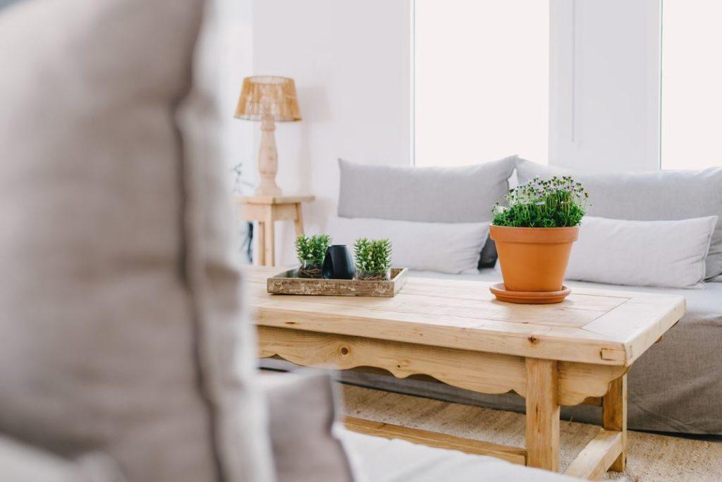 Rustic furniture emphasizes the bohemian vibe.