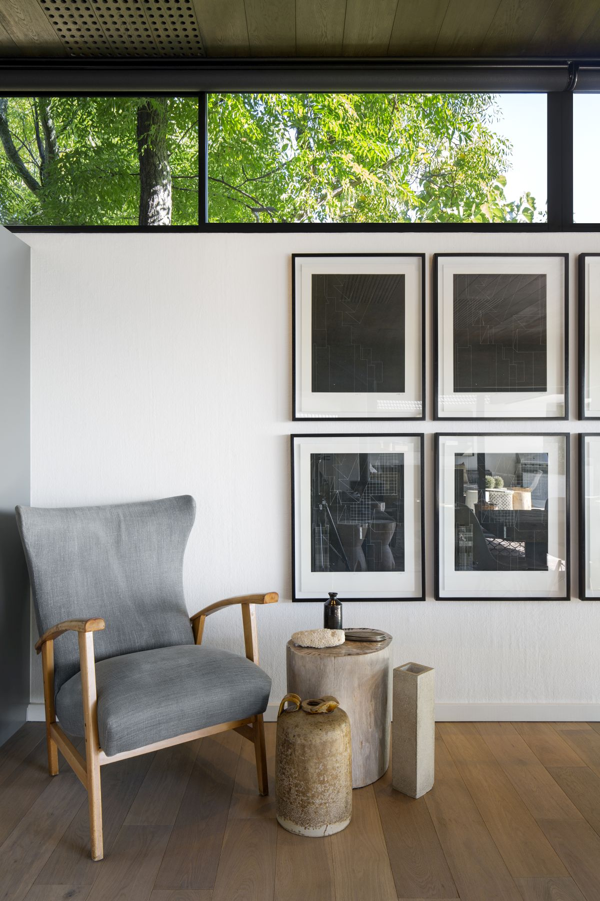 The strong architectural nature of the house was preserved and showcased on this wall