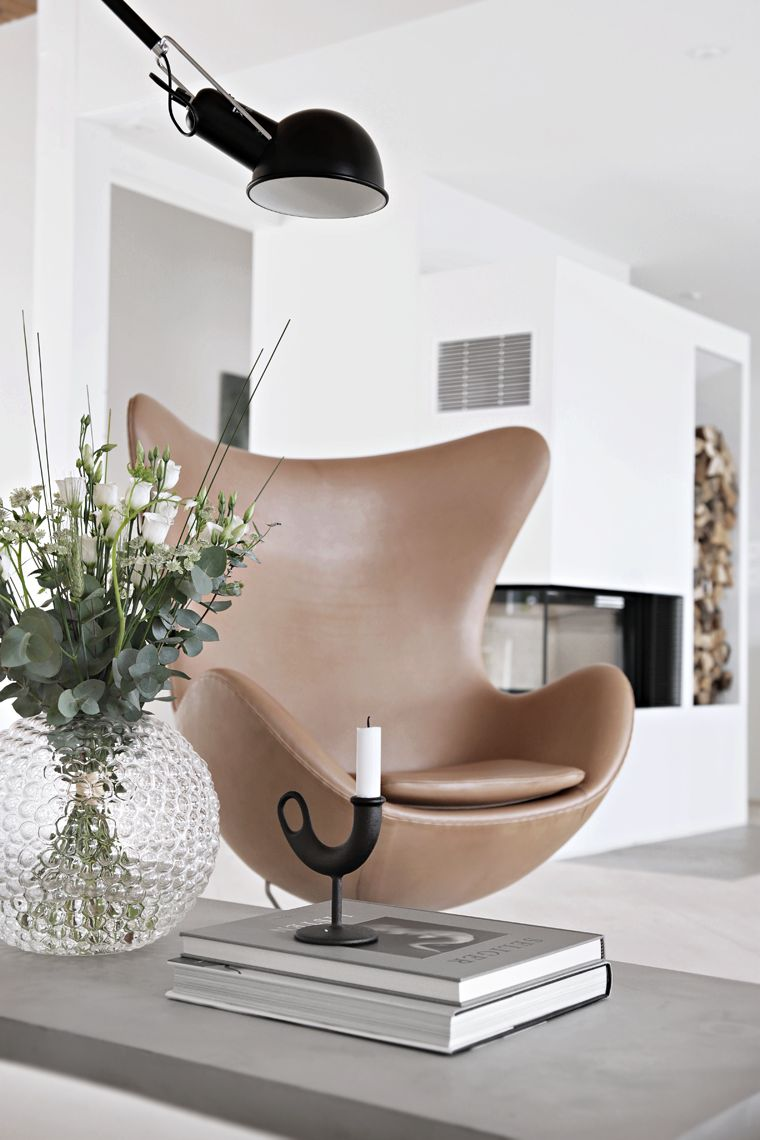 arne jacobsen 39 s iconic egg chair in modern and contemporary design. Black Bedroom Furniture Sets. Home Design Ideas
