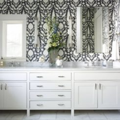 Classic bathroom fauna black and white wallpaper