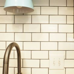 How to Clean a Backsplash-daily cleaning is behind the sink