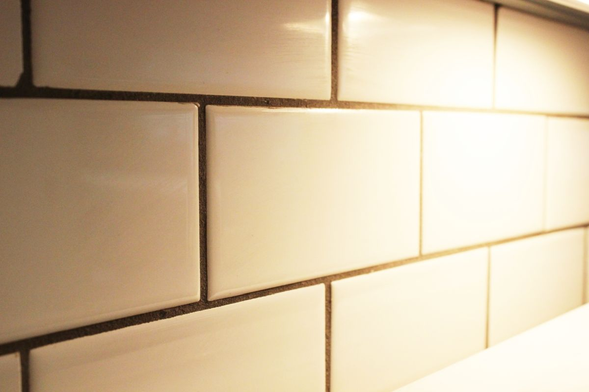 How to clean kitchen backsplash tiles view in gallery dailygadgetfo Gallery