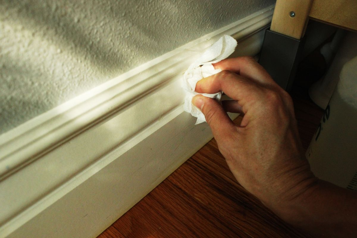 How to Clean Baseboards – a Fast and Easy Cleaning Guide