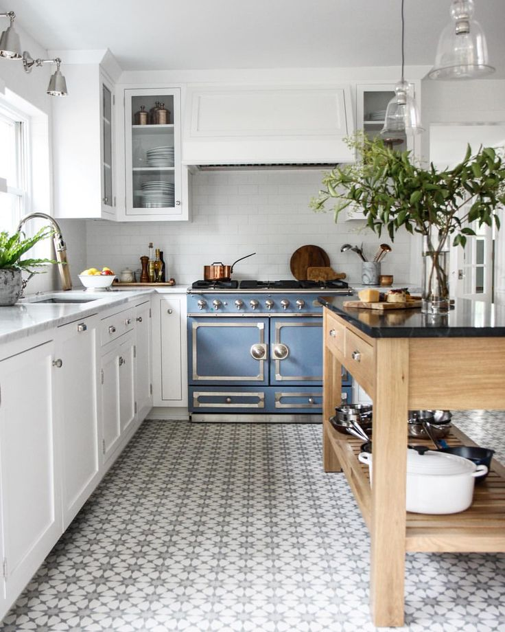 White Kitchen Cabinets Brown Tile Floor: 18 Beautiful Examples Of Kitchen Floor Tile