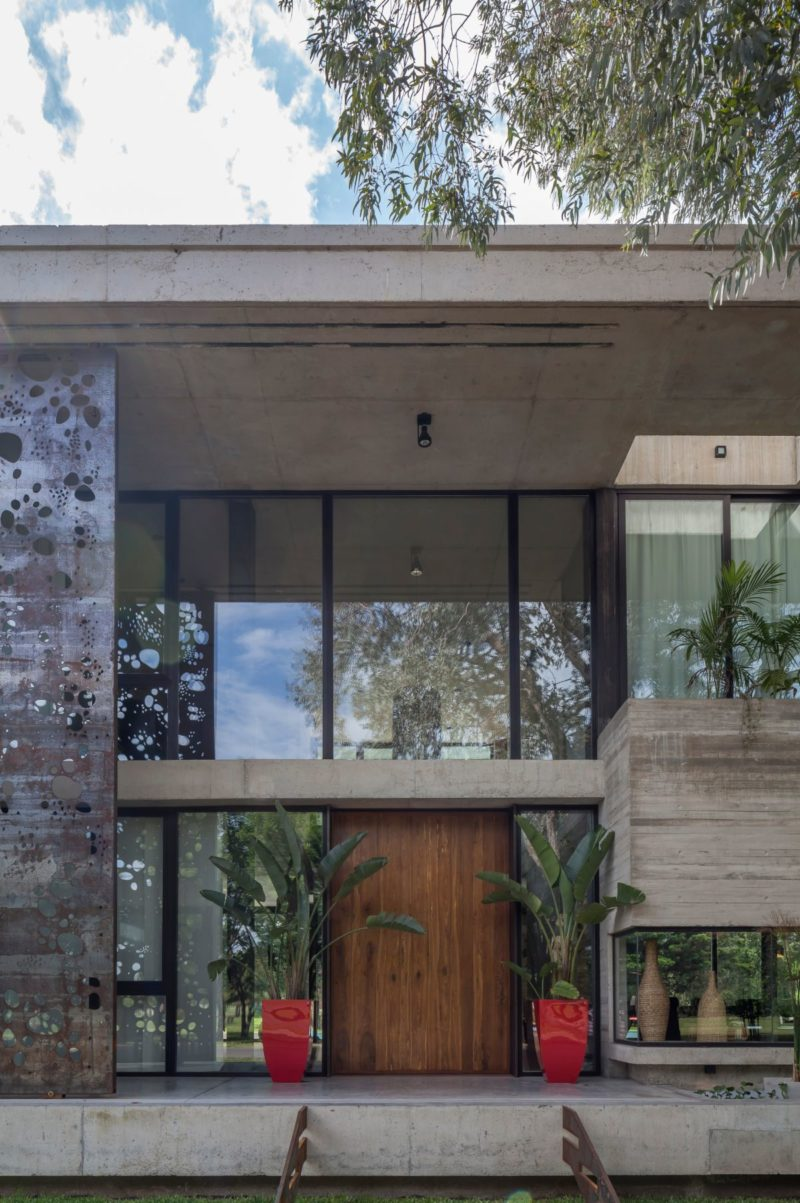 Buenos Aires Home a Fusion of Modern Materials and Natural Elements