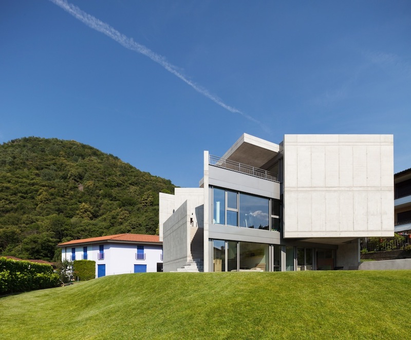 A modern day fortress house with a timeless design for Fortress house