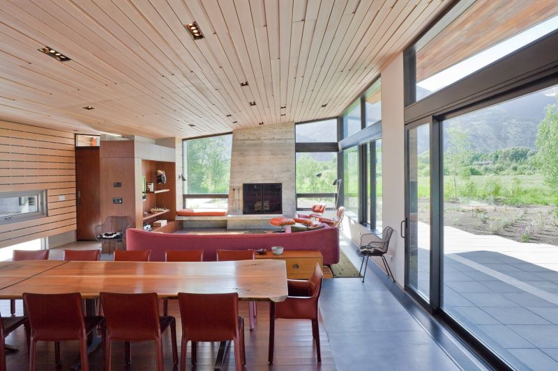 The social areas form an open floor plan with direct access to the deck and garden