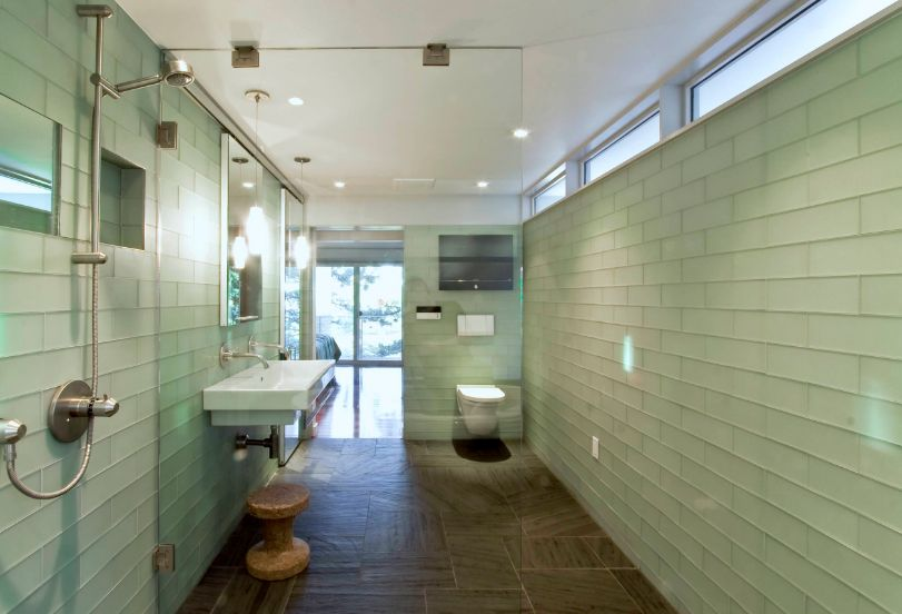 Although glass can make a bathroom look cold and impersonal, it can also highlight some of its beautiful features