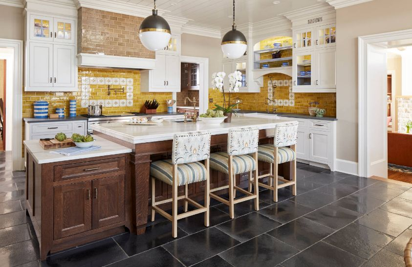 A beautiful shade of yellow isn't your only way of making a backsplash look amazing. You can also rely on patterns